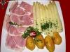 Aspargi con prosciutto e patate lesse